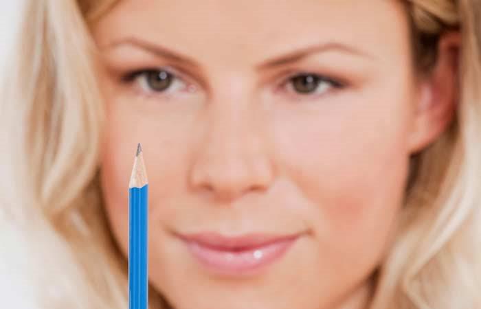 Nhìn cây bút di chuyển giúp rèn khả năng tập trung và giúp cơ mắt hoạt động tốt